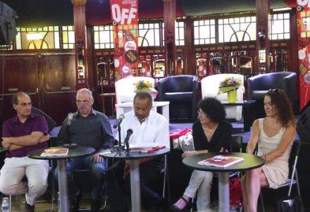 greg-germain-entoure-des-membres-de-l-association-af-amp-c-lors-du-bilan-du-festival-off-2011[1]