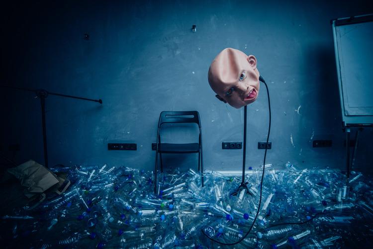 """AVIGNON OFF 18 : """"UNDER ICE"""", FALK RICHTER / ARTURAS AREIMA, A LA MANU"""